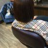 後ろの毛量が多く短くきると膨らむでも短くしてもおさまりたい
