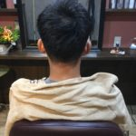 髪の毛が触れてかゆみが出る場合は短くした方が痒みが出にくいと考えます