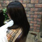 元々ジリついている髪質はカラーと顔回りに段をいれて軽さをだす