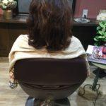細く膨らむ髪質はダメージも考慮にいれて梳かないとまとまり悪いスタイルになります