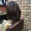 髪を伸ばしている場合、梳かずに軽くする