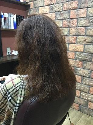 膨張毛の方は梳きとヘアダメージで見た目と手触りが変わります