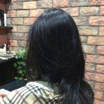 硬い直毛は長さで軽さをだす